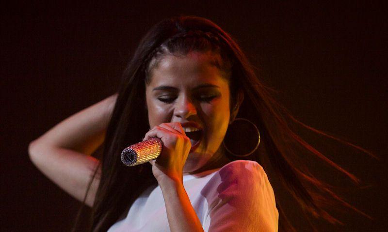 Does Selena Gomez wear thongs